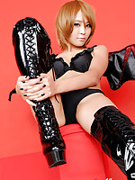 Sayuri Ono Asian spreads legs in long boots and shows panty
