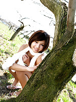Rina Nagasaki Asian comes in white lingerie to play in nature